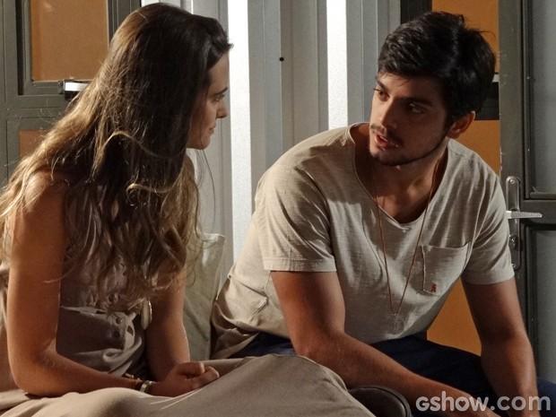 Marlon fica chocado com revelação de Lili (Foto: Além do Horizonte/ TV Globo)