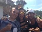 Sabrina Sato grava com funkeiros de 'Salve Jorge' em favela do Rio