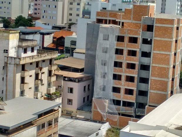 Construção civil em Divinópolis (Foto: Ricardo Welbert/G1)