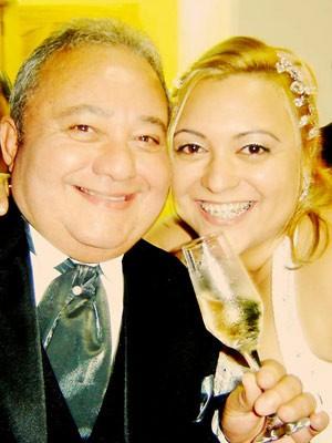 Alessandra Faria Gomes Silvério ao lado do pai em seu casamento (Foto: VC no G1)