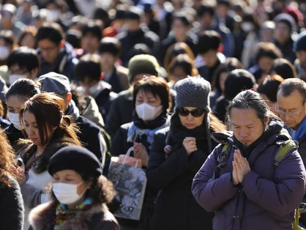 Tragédias naturais atingiram e danificaram a Central Atômica de Fukushima e levou o país a enfrentar sua pior crise nuclear. (Foto: Eugene Hoshiko / AP Photo)