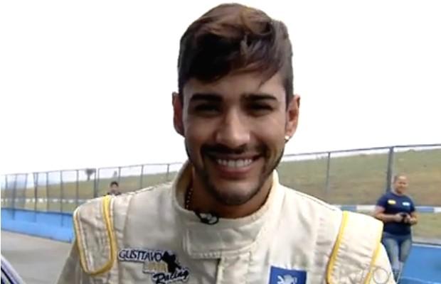 Gusttavo Lima está patrocinando equipe no Campeonato de Marcas e Pilotos (Foto: Reprodução TV Anhanguera)