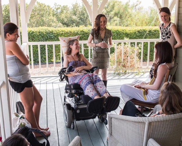 Betsy Davis e amigas durante sua despedida (Foto: Reprodução/Facebook/Niels Alpert)