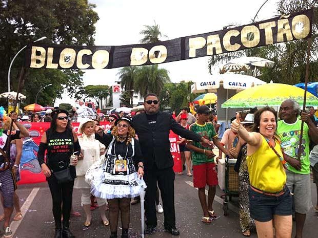 O bloco 'Pacotão' abre a folia deste domingo em Brasília. O grupo se concentra a partir das 11h, entre as quadras comerciais 302 e 303 Norte. (Foto: Káthia Melo/G1DF)