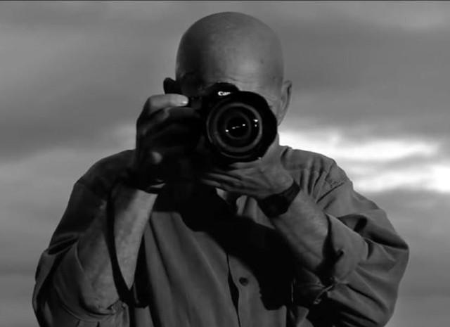 Filho de Sebastião Salgado fala sobre filmagens com o pai (Foto: Reprodução/ Documentário Sal da Terra)