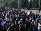 5,6 mil pessoas cruzam fronteira da Grécia rumo à Macedônia em um dia