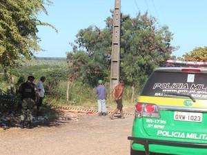 Corpo de travesti é encontrado na Zona Sul de Teresina (Foto: Juliana Barros/G1)