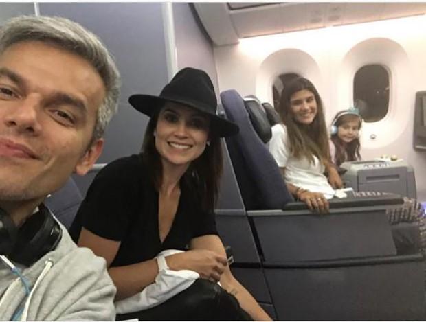 Otaviano Costa, Flávia Alessandra e filhas (Foto: Instagram / Reprodução)