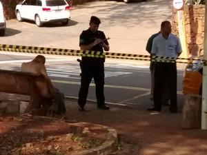 Homem foi encontrado morto em região central de Piracicaba (Foto: Valter Martins/Piracicaba em Alerta)