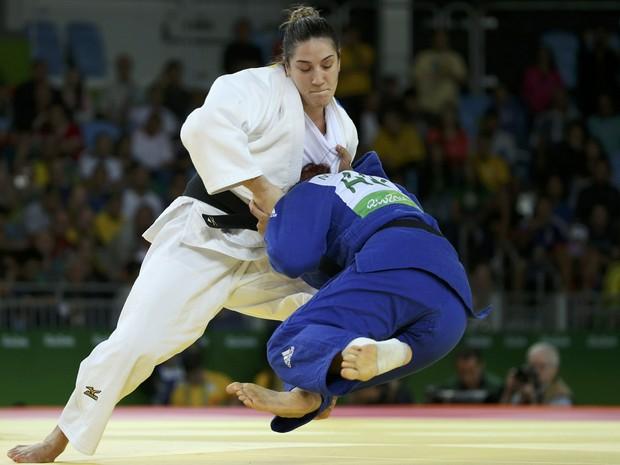 Mayra Aguiar durante vitória contra australiana (Foto: Toru Hanai/Reuters)