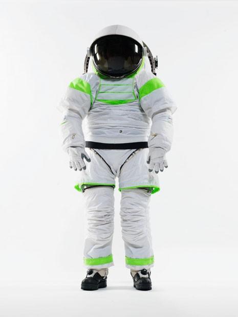 Modelo Z-1 guarda semelhanças ao traje usado pelo personagem Buzz Lightyear, de 'Toy Story' (Foto: Nasa/BBC)