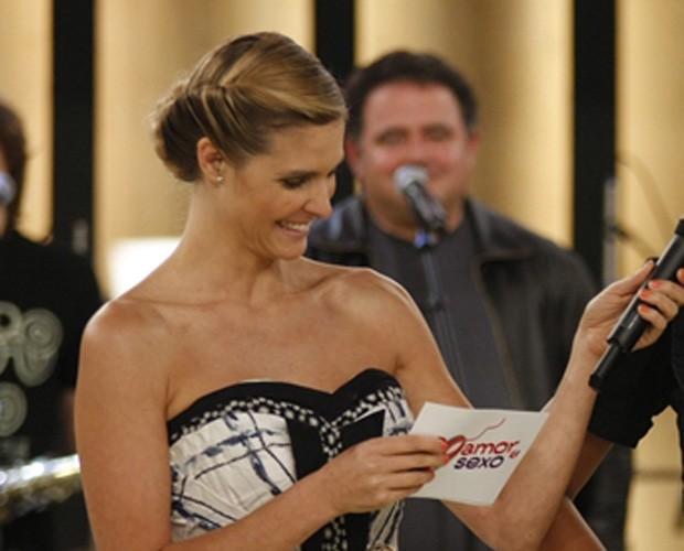 A apresentadora com penteado de trancinha presa (Foto: gshow)