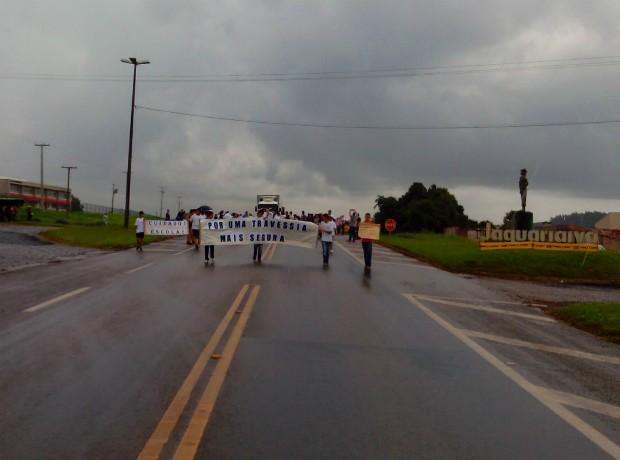 Protesto foi realizado nesta quinta (19) em Jaguariaíva (Foto: Ricardo Crivoi/Arquivo Pessoal)