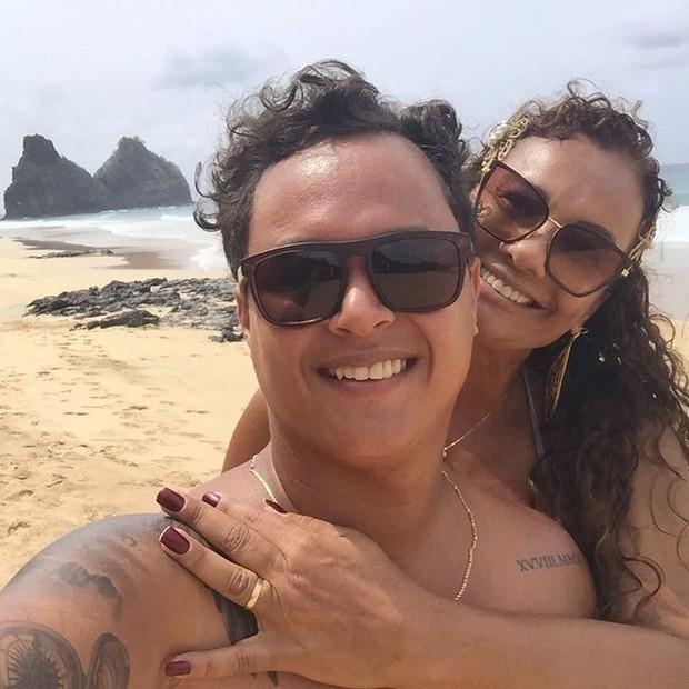 Solange Couto curte Noronha com o marido, Jamerson Andrade (Foto: Reprodução/Instagram)