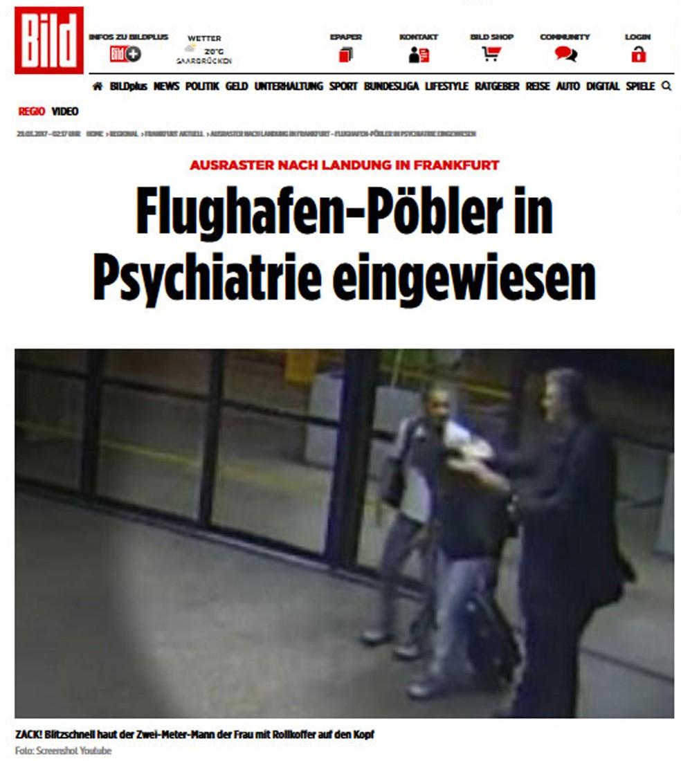 Jornal alemão Bild escreve que 'Provocador do aeroporto é internado na psiquiatria' e coloca foto de Stephan Brode tentando agredir um passageiro no Aeroporto de Guarulhos (Foto: Reprodução/Bild)