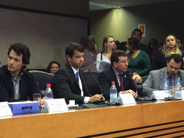 Secretários Pedro Junqueira, Luiz Antônio, Daniel Soranz durante lançamento do centro integrado de saúde das Olimpíadas (Foto: Fernanda Rouvenat/G1)