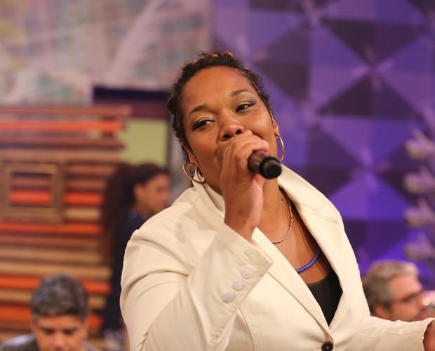 """Gabby canta Coqueiro Verde"""" (Foto: Isabella Pinheiro/ TV Globo)"""