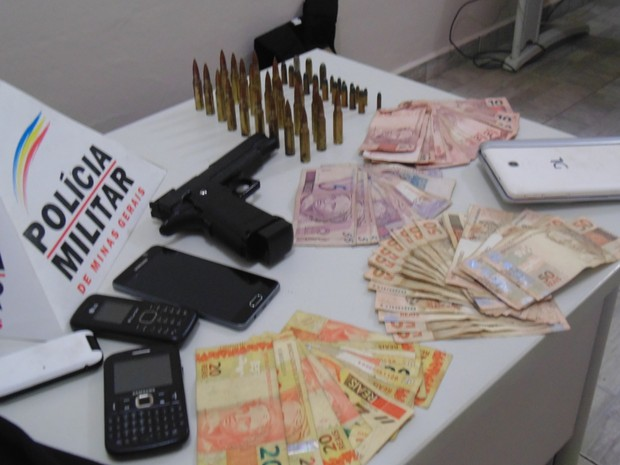 Polícia recupera dinheiro roubado de conveniência em Três Pontas (Foto: Dênis Pereira / Equipepositiva)