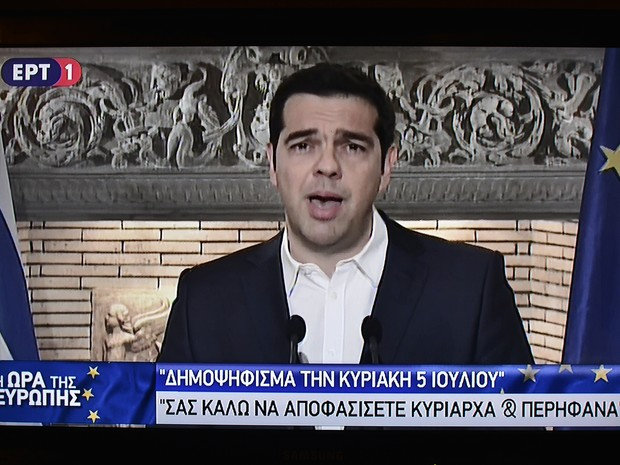 Alexis Tsipras anuncia referendo para decidir sobre acordo com credores sobre a dívida da Grécia (Foto: Louisa Gouliamaki / AFP)