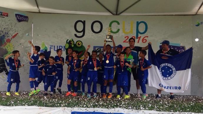 Jogadores da categoria sub-09 do Cruzeiro comemoram o título (Foto: Divulgação)
