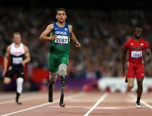 Alan Fonteles foi recordista mundial por alguns minutos, até Oscar Pistorius voar nas pistas (Foto: Getty Images)