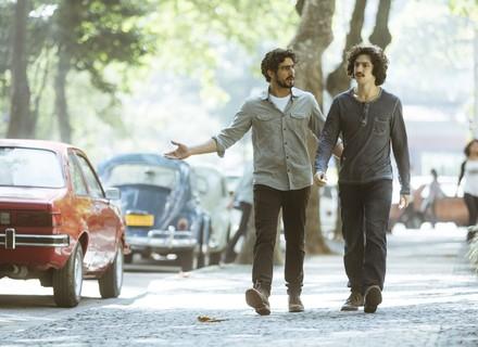Aflitos, Renato e Gustavo procuram por Valentim