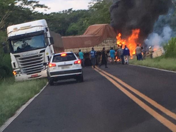 Acidente foi na manhã desta sexta-feira (17) (Foto: Corpo de Bombeiros/Cedida)