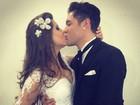 Andressa e Nasser posam vestidos de noivos: 'Pode beijar a noiva'