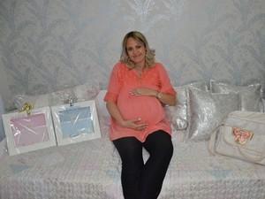 Mãe teve complicações no parto e morreu (Foto: Reprodução / TV TEM)