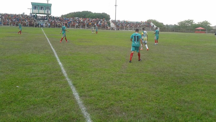 Partida foi realizada no estádio Ary Ferreira (Foto: Elton Pereira)