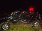 Carro atinge veículo capotado em rodovia e oito ficam feridos em Gália