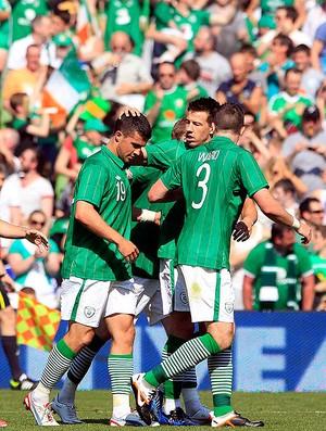 Shane Long, Irlanda x Bosnia (Foto: Agência Reuters)