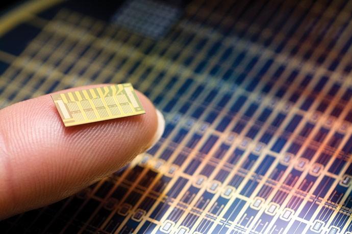 Um chip dentro de você:Sensor do MIT é inserido sob a pele de pessoas com osteoporose e libera remédio automaticamente (Foto: Reprodução)