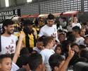 Agarrões e sorrisos: corintianos comemoram o Dia das Crianças
