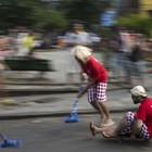 De 'pai solteiro' a 'time de curling no asfalto' (Felipe Dana/AP)