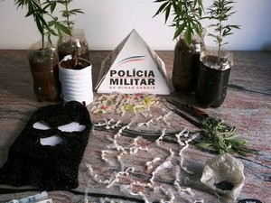 Materiais encontrados com dupla foram apreendidos (Foto: PM/Divulgação)