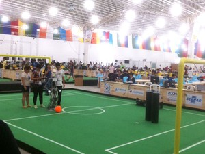 Antes da abertura, público conseguiu acompanhar os últimos ajustes das equipes (Foto: Maísa Oliveira/G1)