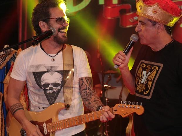 Tuca Fernandes e Durval Lellys em show em Salvador, na Bahia (Foto: Fred Pontes/ Divulgação)