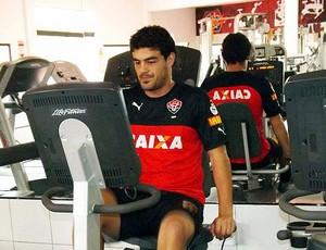 Meia Luis Aguiar faz exames médicos e físicos na Toca do Leão para assinar com o Vitória (Foto: Divulgação/E.C. Vitória)