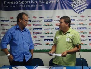 Jurandy Torres, candidato à presidência do CSA, e Cícero Eugênio, atual mandatário marujo (Foto: Caio Lorena / Globoesporte.com)