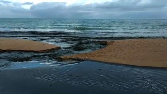 Língua suja deságua na praia de Cruz das Almas