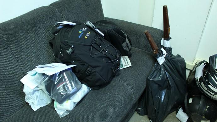 Objetos apreendidos pela polícia (Foto: Gustavo Arakaki/TV Morena)