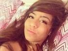 Irmã de Neymar faz pose sexy na cama:' Beijo no ombro'