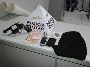 presos supermercado Divinópolis assalto (Foto: Polícia Militar/Divulgação)