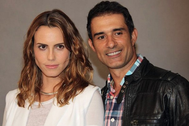 Lívia de Bueno e Marcos Pasquim posam para a foto no lançamento de Saramandaia no Projac (Foto: Nathalia Fernandes/Globo)