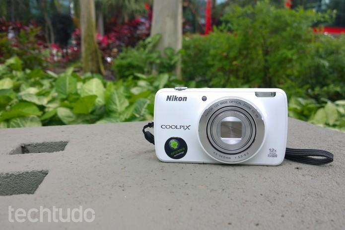 Nikon Coolpix S810c conta com tecnologia Android (Foto: Lucas Mendes/TechTudo)
