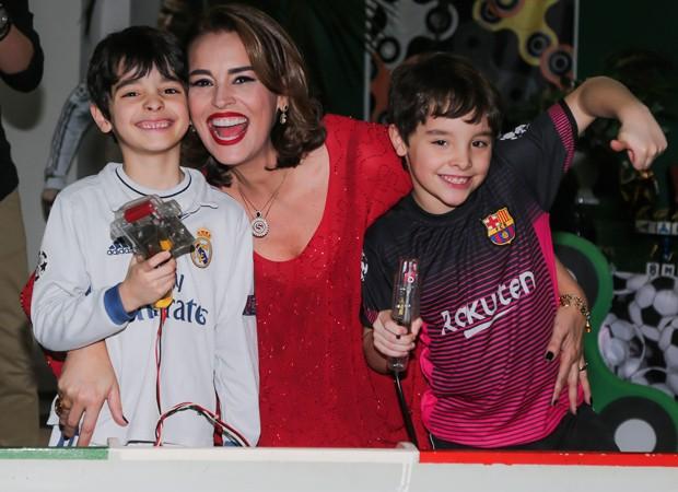 Suzy Rêgo comemora aniversário de Marco e Mássimo (Foto: Manuela Scarpa/Brazil News)
