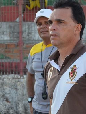 Everton Câmara, técnico do Estanciano (Foto: João Áquila, GLOBOESPORTE.COM)