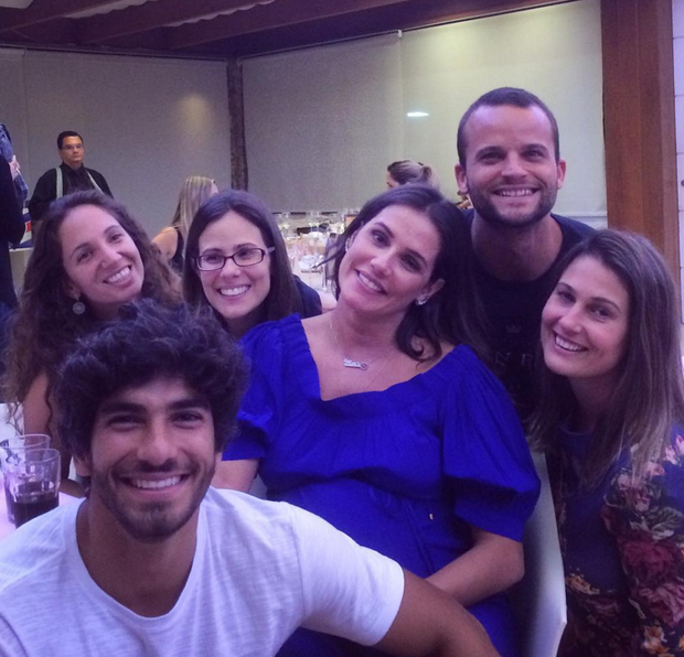 Deborah Secco e Hugo Moura com amigos (Foto: Reprodução/Instagram)