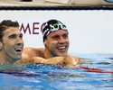 Lado a lado, Phelps e Thiago Pereira avançam às semi dos 200m medley